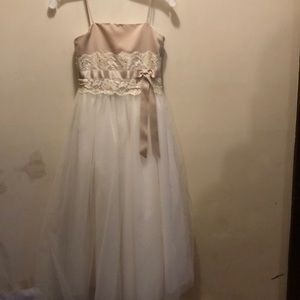 Flower girl dress,  Beautiful ,new size 8